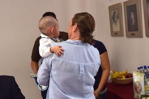 Entrega DIF niño en adopción