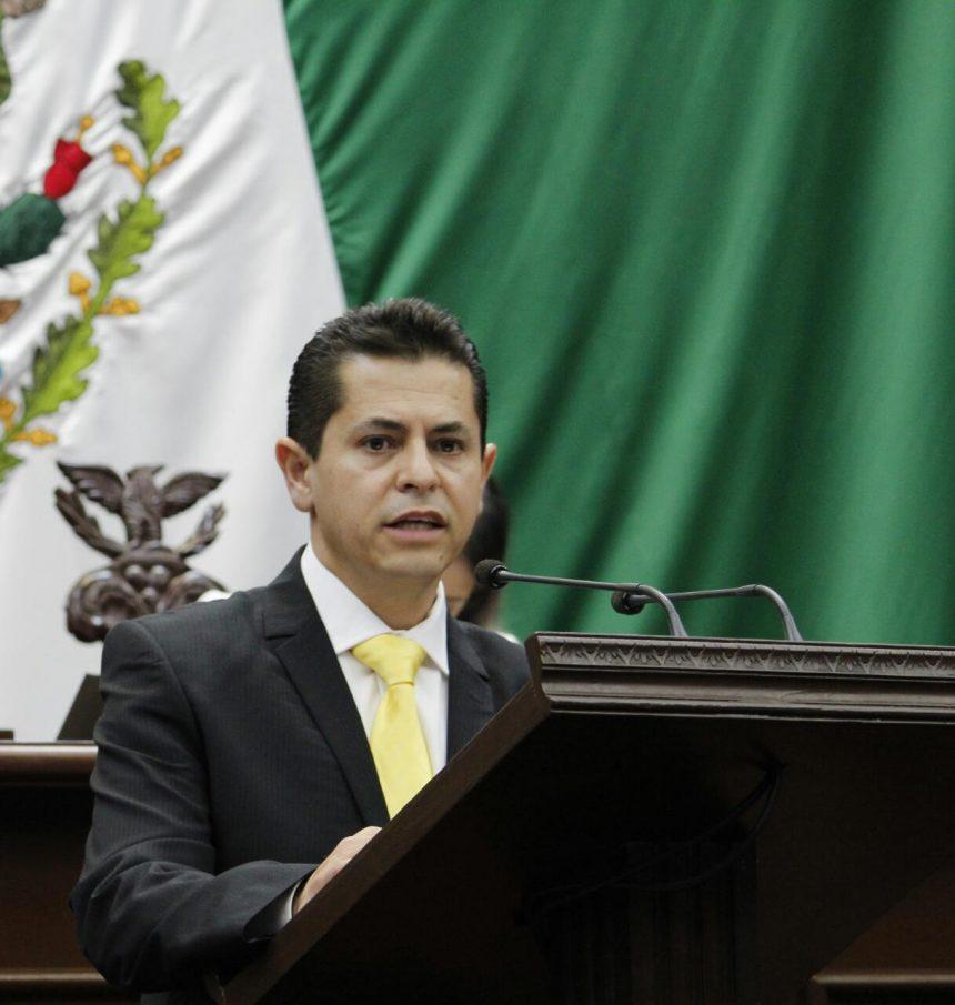 Hugo Cuauhtémoc Reyes reconoce a maestros por su labor y llama a cerrar filas en pro de la educación
