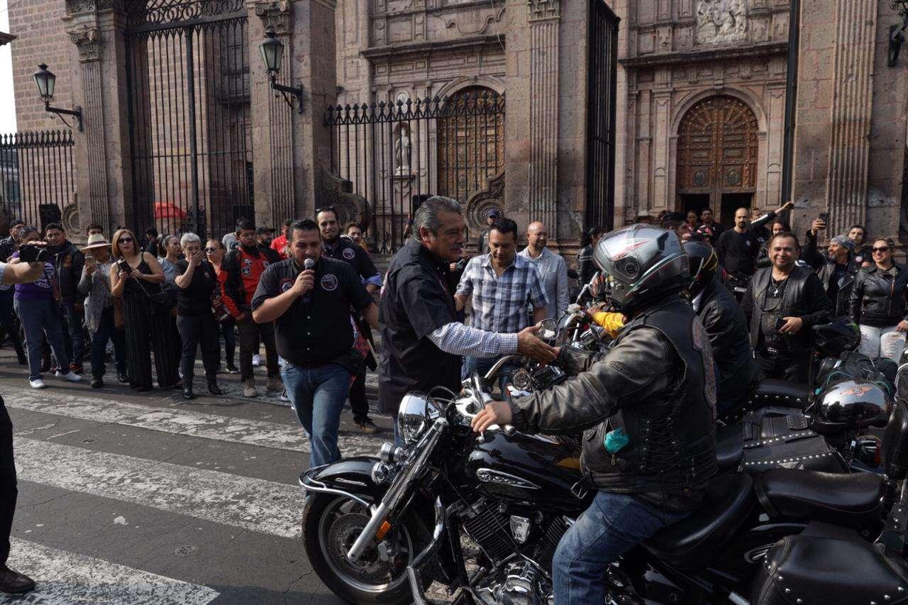 Caravana motociclista en Morelia