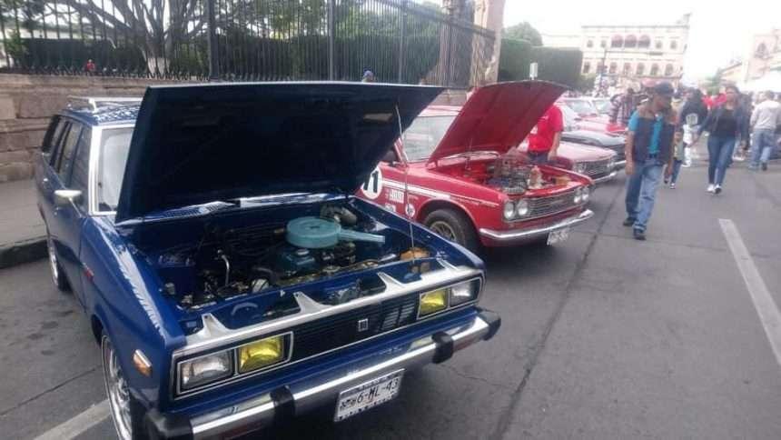 Avenida Madero, escenario para exhibición  de autos y folklore michoacano