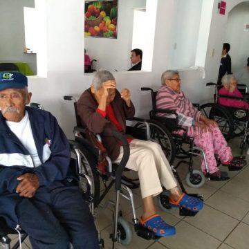 Entrega DIF Michoacán lentes y  aparatos auditivos a  Adulto Mayor