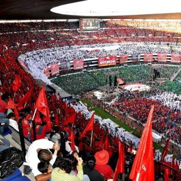 Cierra Antorcha Campesina festejos  del 45 aniversario en el estadio Azteca