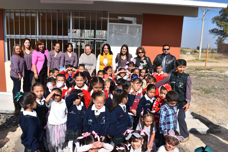 Niñas y niños estrenan aula en preescolar de Morelia