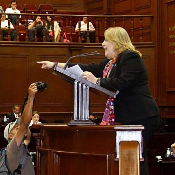 Silvano Aureoles felicitó a Peña Nieto por su política  exterior, no puede dar lecciones de dignidad: CPA
