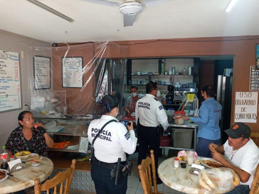 Mientras aumentan robos y asaltos en Morelia, la  policía presiona a tianguistas a usar cubre-bocas