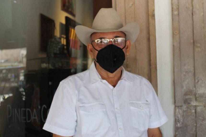 Analiza Hipólito Mora invitaciones de partidos  políticos para candidato a Gobernador