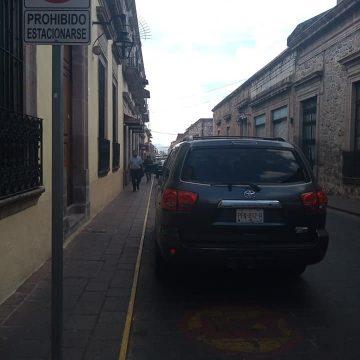 Raúl Morón viola el reglamento de tránsito y no es infraccionado