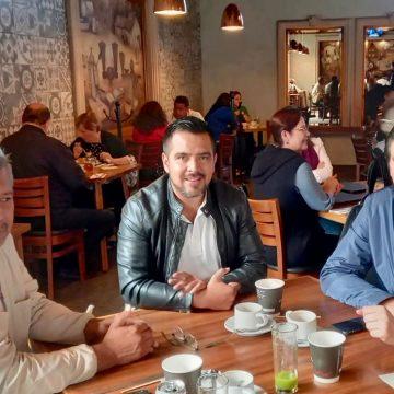 Alfonso Martínez ofrece trabajo estrecho y coordinado a alcaldes electos de Charo y Tzitzio
