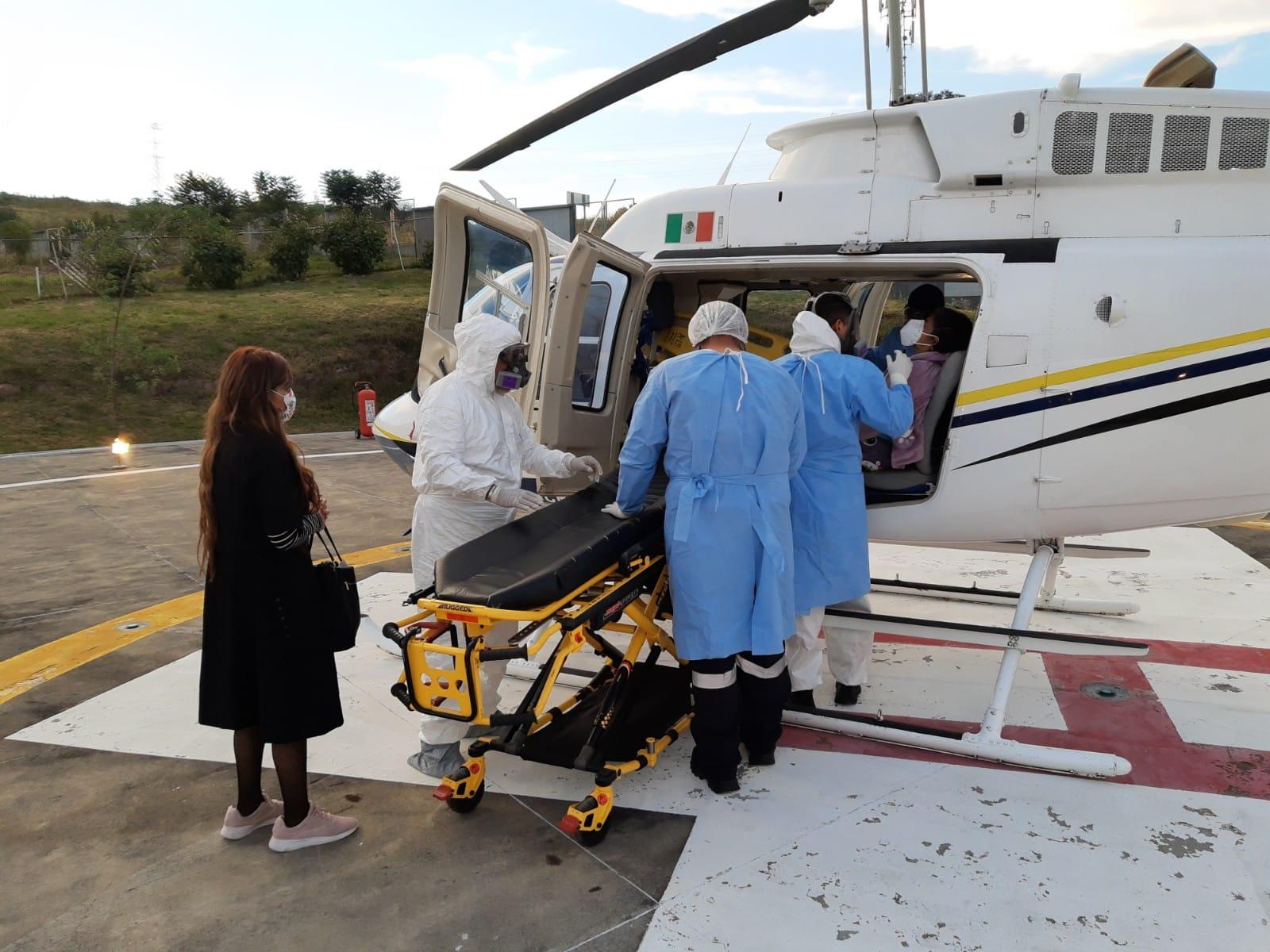 Servicios aéreos de la SSP trasladan a enferma de COVID 19 al Hospital Civil