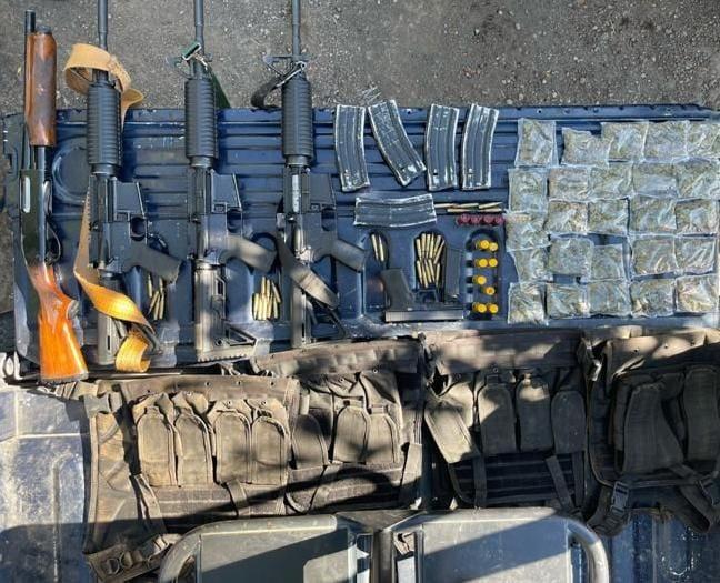 Policías de la SSP detuvieron a sujeto con 4 fusiles, 113 cartuchos útiles y una 9mm